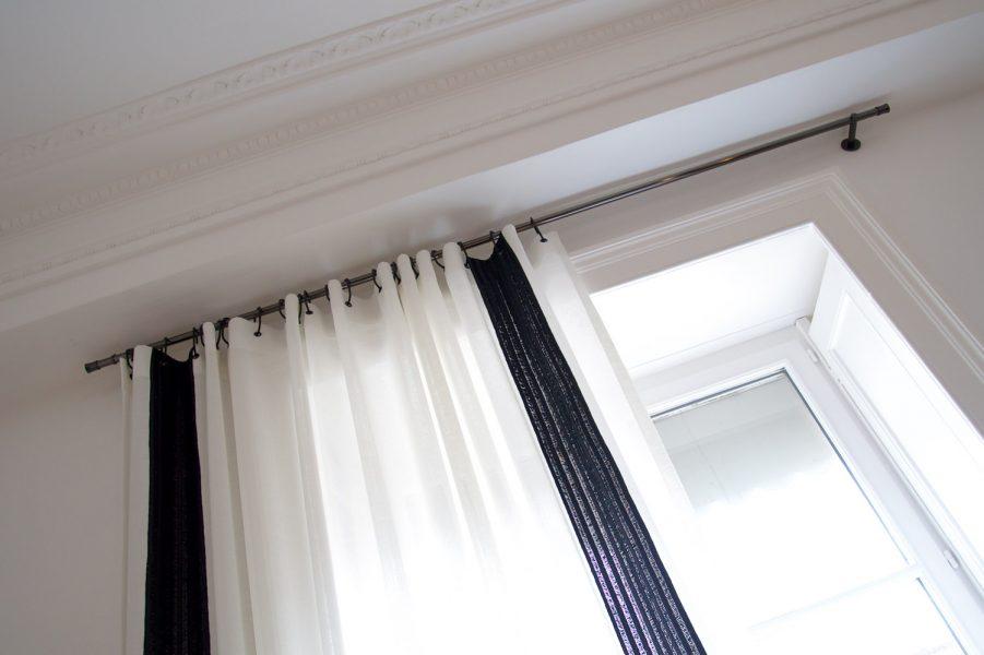 rideau blanc noir